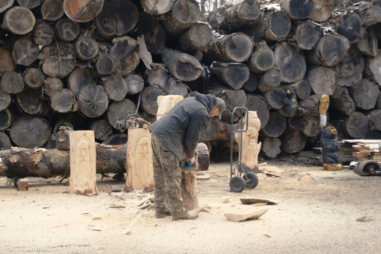 Carving wood into sculptures at Cronin Farm, Hopewell Junction, NY
